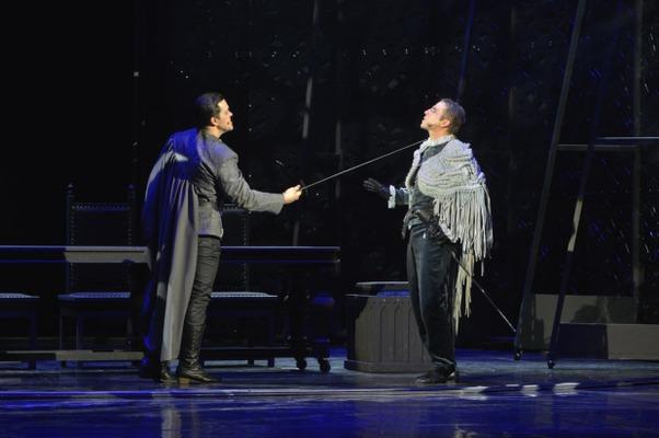 Сцена из спектакля «Две королевы». Фото с сайта www.imt.irkutsk.ru