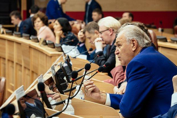 Депутаты Заксобрания. Автор фото - Зарина Весна