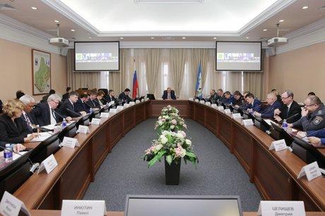 На заседании КЧС. Фото пресс-службы правительства Иркутской области