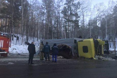 НаКултукском тракте перевернулся грузовой автомобиль слошадьми