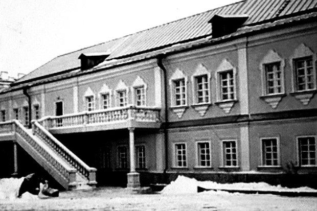 Здание бывшей духовной семинарии