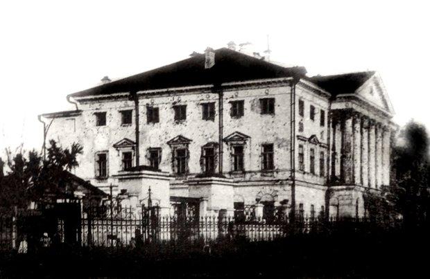 """""""Белый дом"""" после обстрела в 1917 году"""
