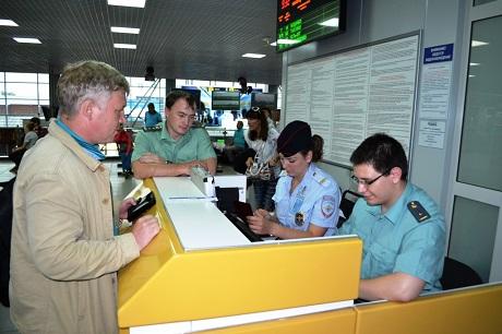 Туристов непускали в КНР из-за долгов гида