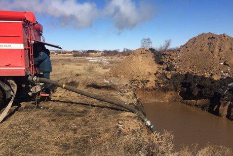 200 кубометров воды откачали с53 подтопленных участков вХомутово