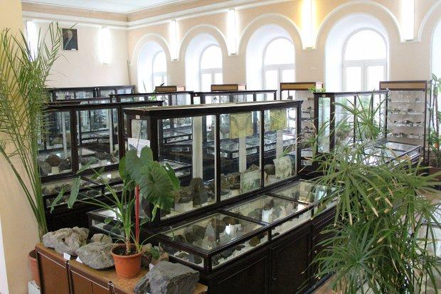 Среди камней и минералов музея