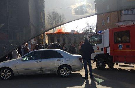 Нежилой дом зажегся наулице Карла Либкнехта