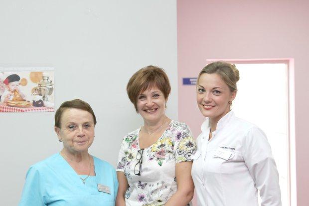 Ирина Всеволодовна с сотрудниками перинатального центра. Фото Валентина Карпова