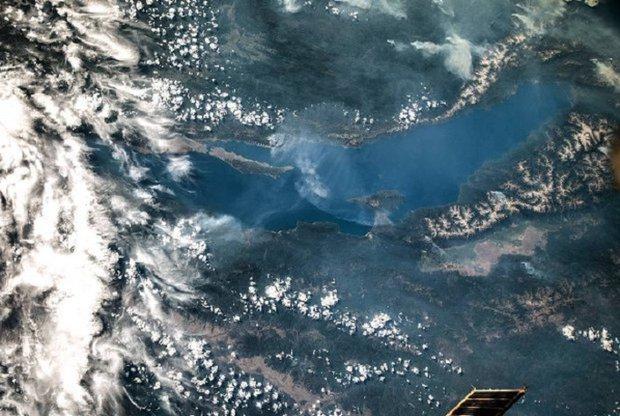 Байкал из космоса. Фото Олега Артемьева