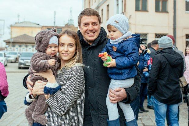 Дарья и Денис Гук с сыновьями