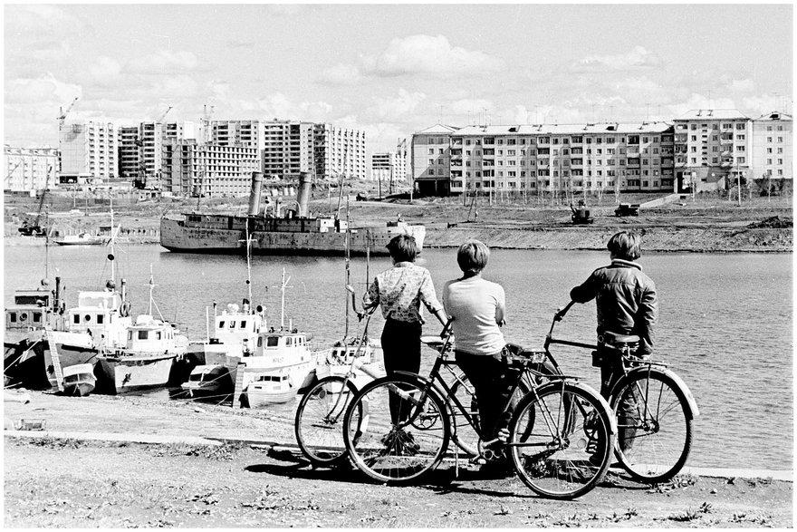 Иркутск, микрорайон «Солнечный», вид с моря  / фот. Э. Д. Брюханенко. - 1979. - 1 фотонегатив (1 кадр.) : черн-бел., 35 мм.