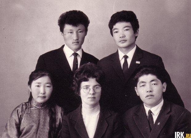 Первые иностранные студенты подготовительного факультета ИГУ (1966 год)