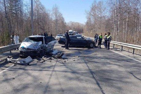 ВБайкальске 5 человек пострадали при столкновении 2-х иномарок