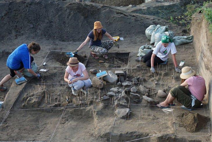Археологи ИГУ на раскопках. Фото ИГУ
