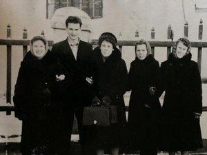 Биологический факультет на прогулке. Примерно 1957 год