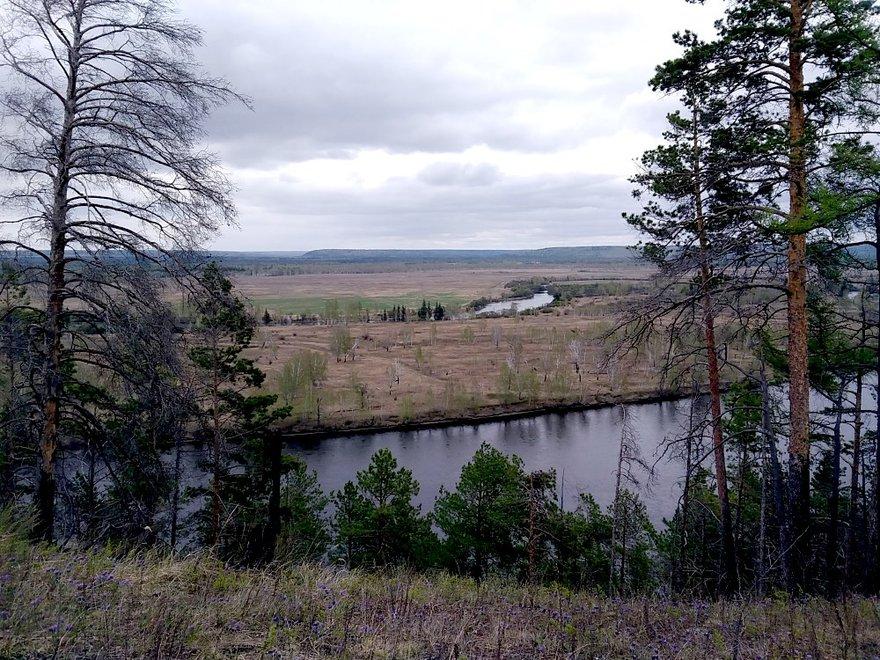 На правом берегу бывшие бурятские пастбища.