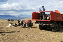 Уборка мусора на Байкале. Фото предоставлено организаторами