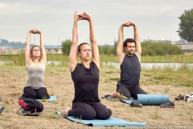 Воскресная йога на острове Юность