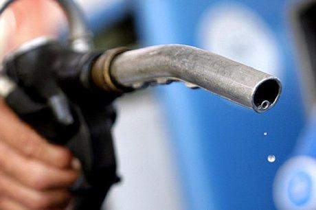 Правительство РФ снизит акцизы на дизтопливо и бензин