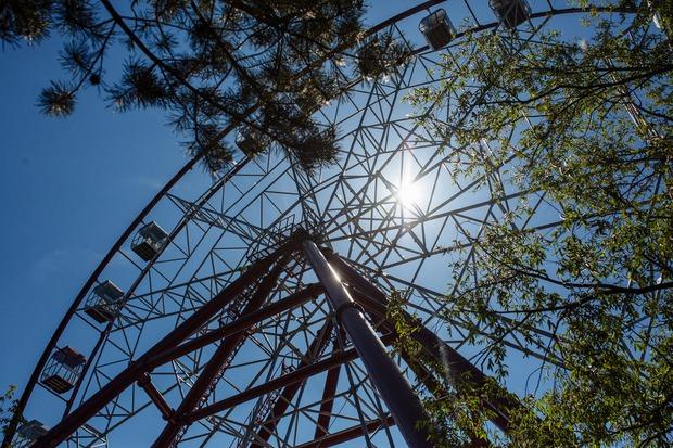 Общая высота аттракциона от земли до верхней точки составляет 50 метров