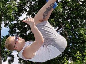 Акробатика на спортивном батуте SkyPark для детей и взрослых