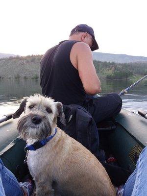 Двое в лодке не считая собаки.  Байкал.