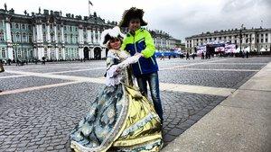 Романтично!  Реверанс с королевой в Санкт-Петербурге!