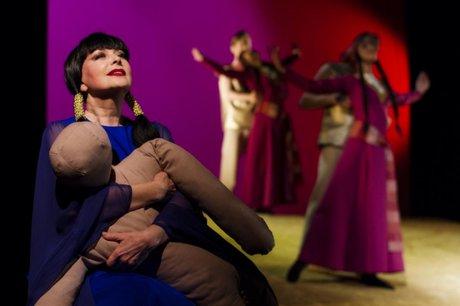 Сцена из спектакля «Медея». Фото с сайта www.dramteatr.ru