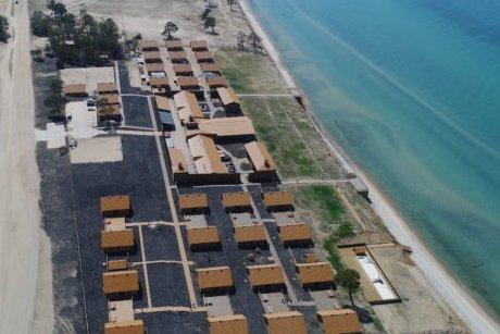 Суд запретил эксплуатацию зданий турбазы «Байкалов острог» наОльхоне