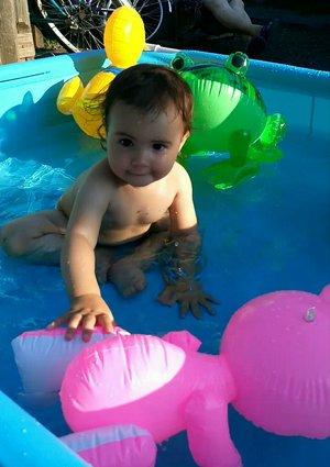 В бассейне с любимыми игрушками))