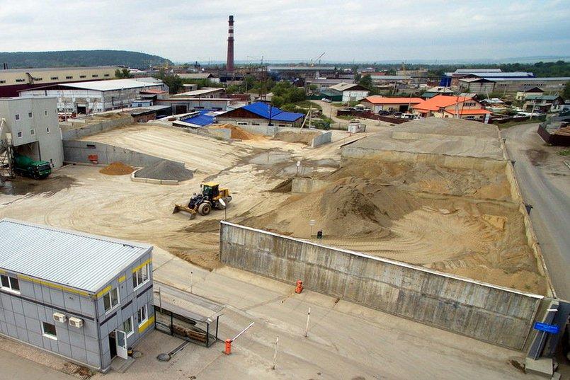 Территория бетоного завода на Ракитной