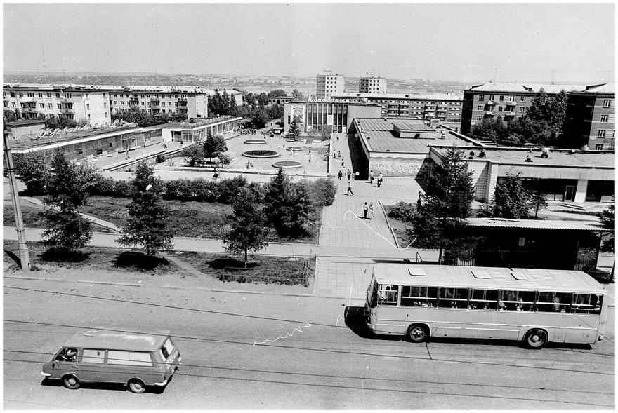 Иркутск. Академгородок  / фот. Э. Д. Брюханенко. – 1982. – 1 фотонегатив (1 кадр.) : черн-бел., 35 мм.