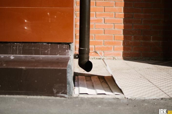 Ливневой канализации со стороны двора нет