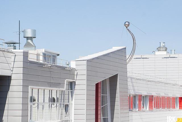 Здание школы напоминает форму космического корабля