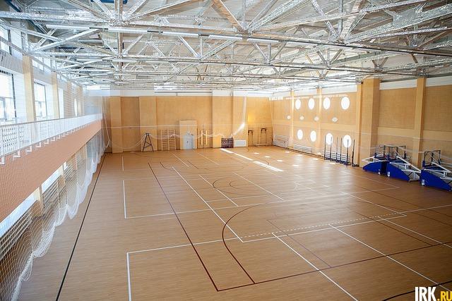 В спортзале могут заниматься сразу три класса