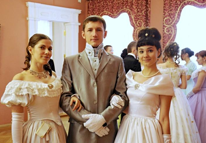 Участники бала в усадьбе Сукачёва. Фото с сайта vk.com/prekrasnaya_epoha