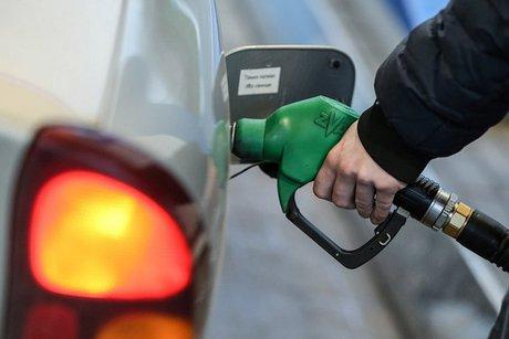Цены набензин на русских АЗС занеделю увеличились на4 копейки