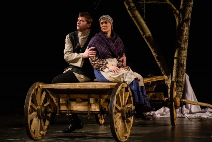 Сцена из спектакля «Поминальная молитва». Фото с сайта www.dramteatr.ru