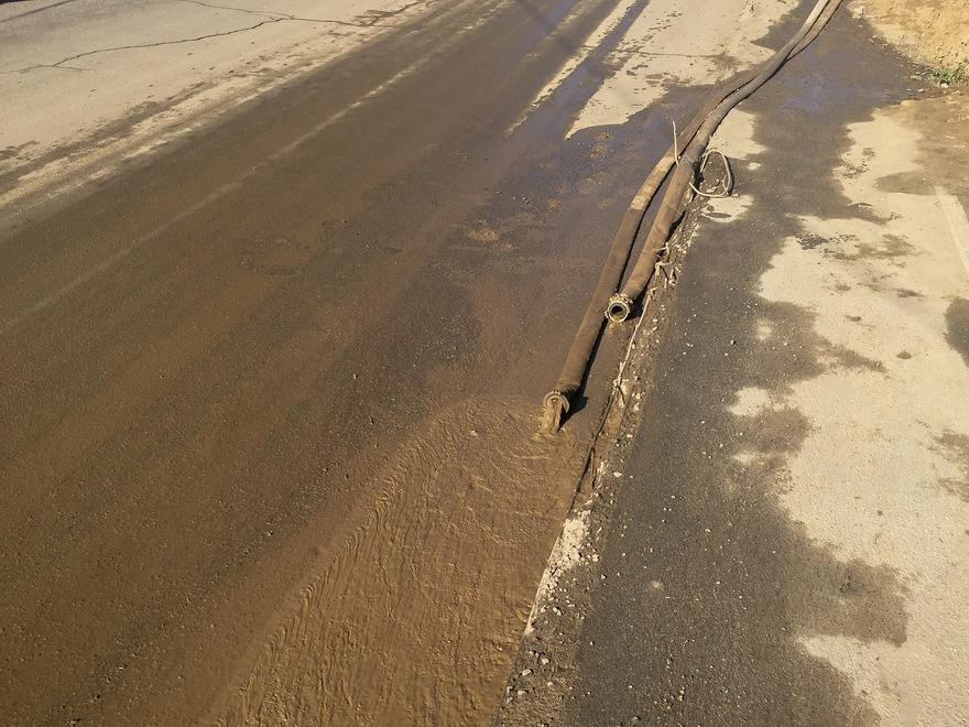 27 октября из-за прорыва трубы котлован затопило.