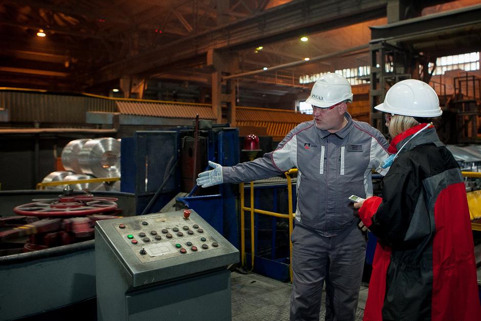 Генеральный директор ИркАЗа Олег Буц рассказывает об укладке катанки в бухты