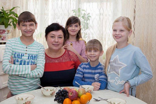 Людмила и дети -- Серёжа, Соня, Дима и Люда