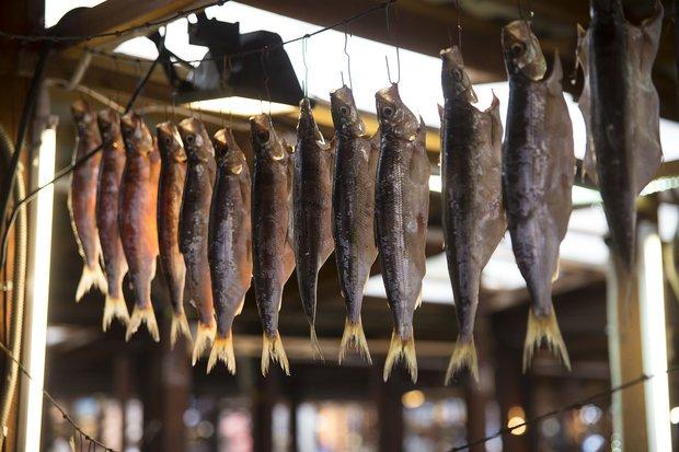 Омуль на рынке в Листвянке