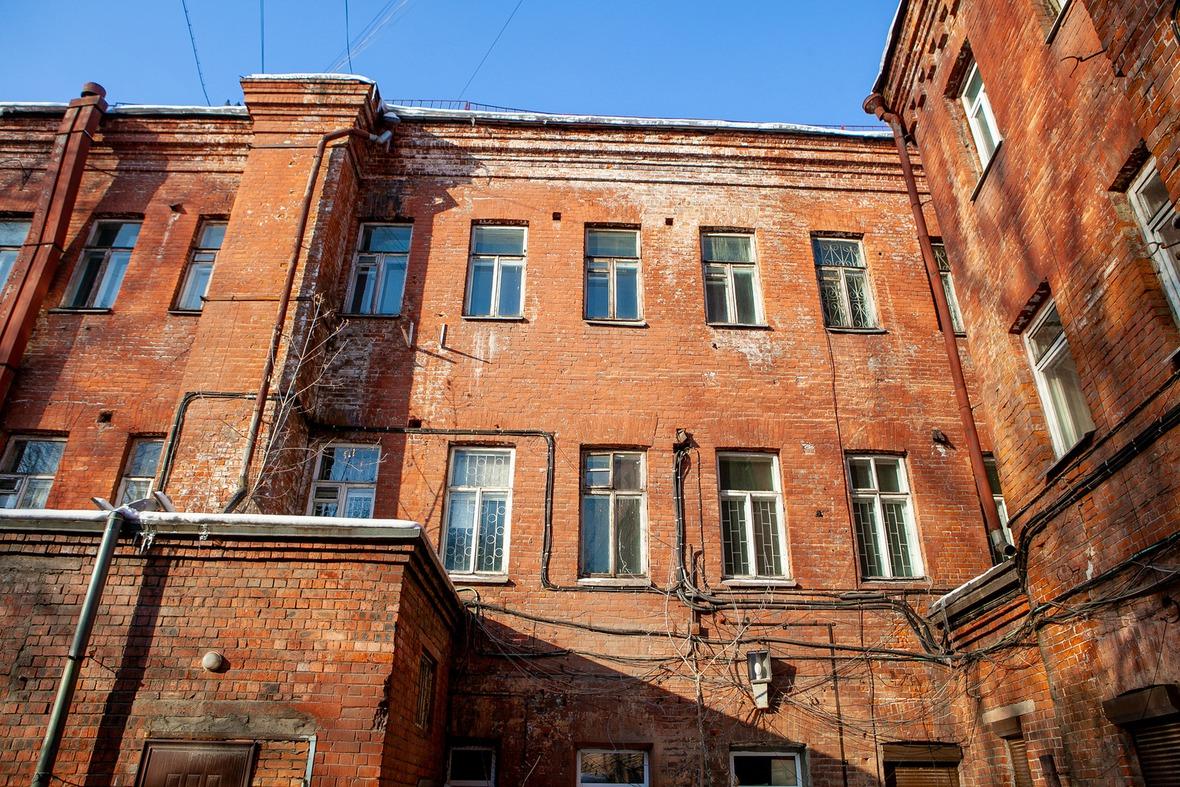 Обратная сторона здания. В 2019 году запланировано проведение инженерных работ по обследованию памятника архитектуры