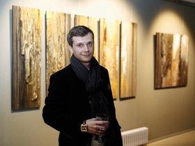 Выставка петербургского художника Григория Лысака «Под обоями»