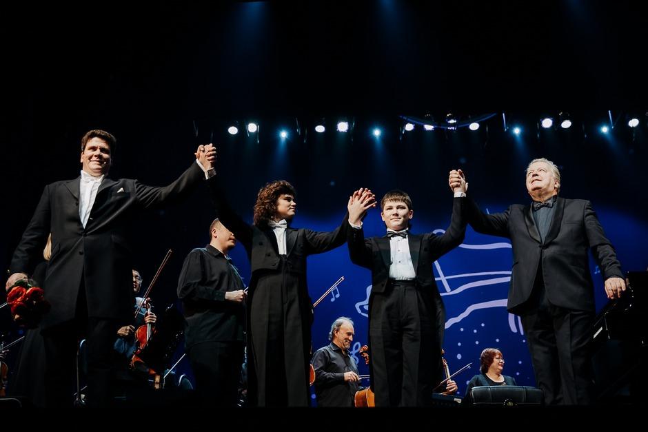 Маэстро является идейным вдохновителем и организатором уникальных музыкальных проектов, таких как международный фестиваль оперной музыки «Дыхание Байкала», проведение отборочного тура конкурса «BELVEDERЕ», создание оркестра русских народных инструментов,