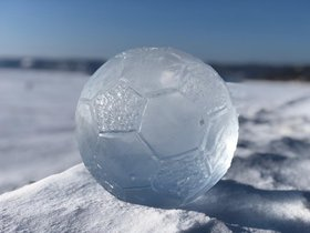 Первый официальный футбольный матч на льду Байкала