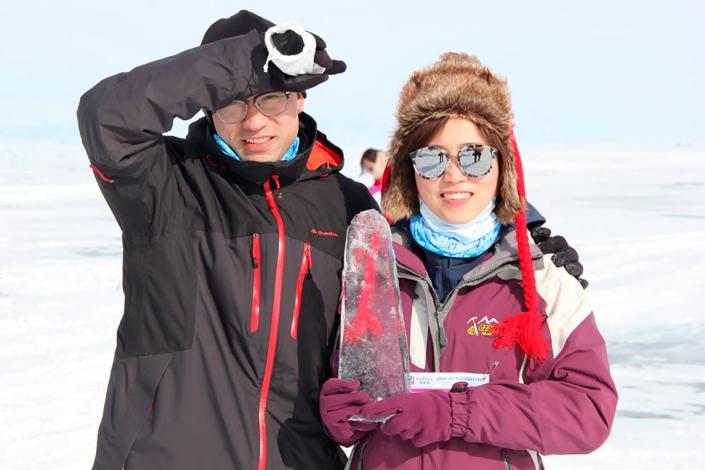 Иностранные студенты на Байкале. Фото с сайта www.zimniada.ru