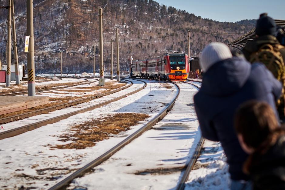 Прибытие экскурсионного поезда на станцию «Байкал»