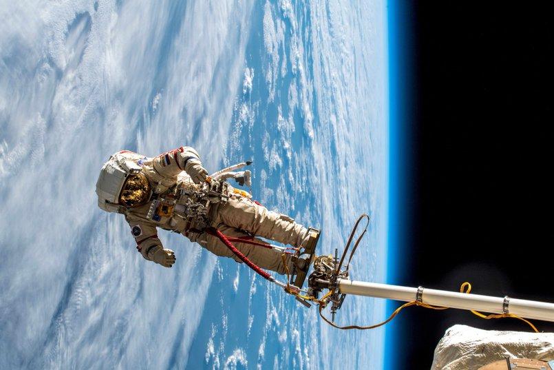 В открытом космосе. Фото www.roscosmos.ru