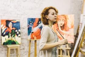 Дебютная выставка иркутской художницы Катерины Томиловой