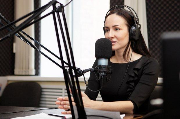 Анастасия Маркова, ведущая эфира